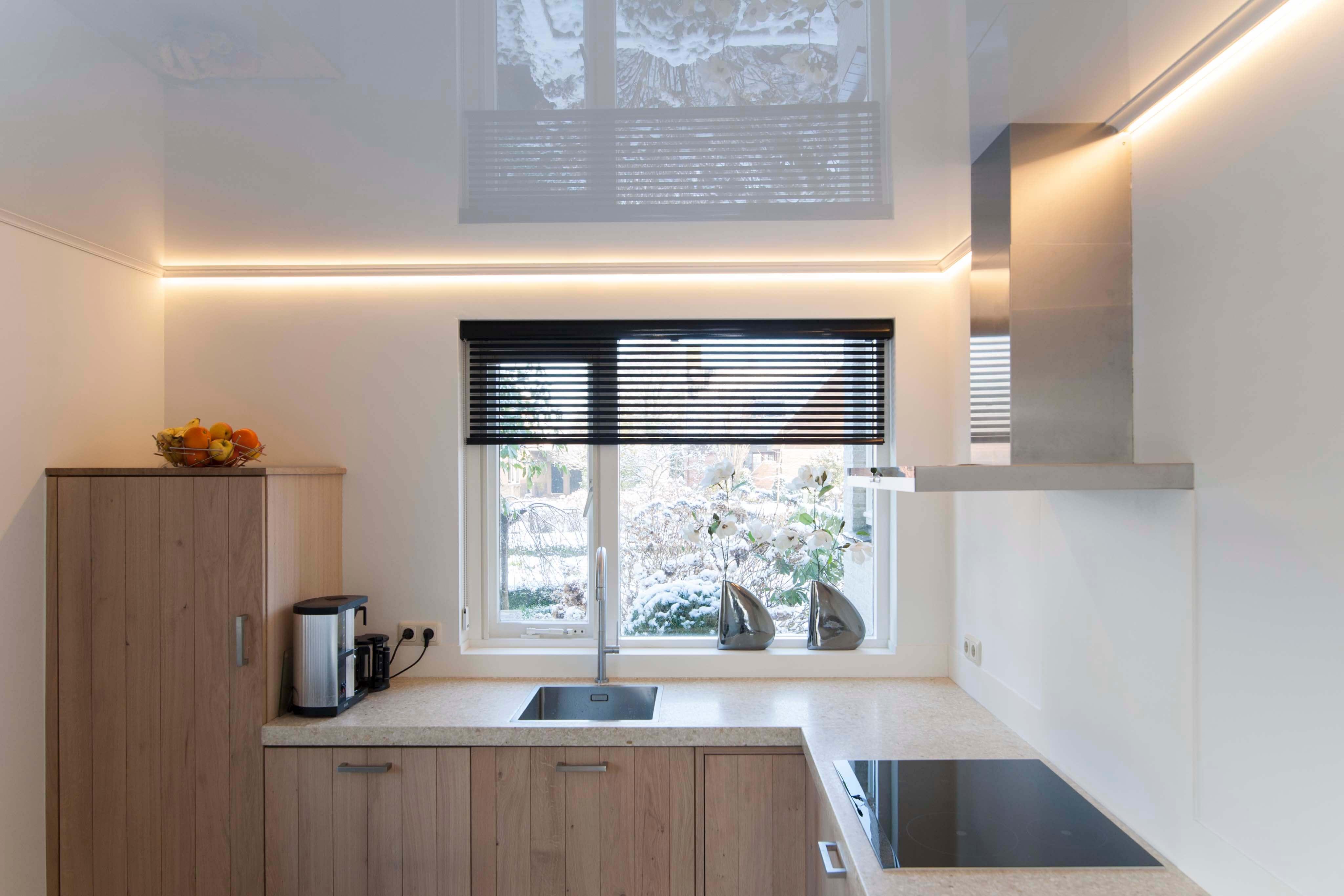 Keukenverlichting plafond drie verlichtingtypes in de keuken led verlichting keuken plafond - Design keuken plafond ...